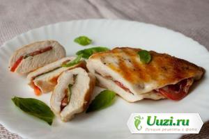 Запеченная куриная грудка с помидорами и базиликом Изображение