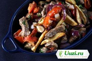 Мясное рагу с овощами и соевым соусом Изображение