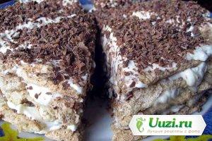 Ореховый торт с шоколадом и сливками Изображение