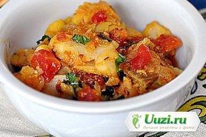 Рыба в соусе из лука, перца чили и помидор Изображение