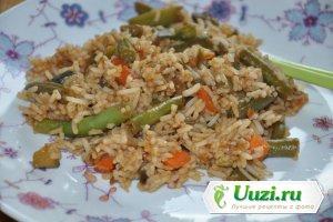 Рис с овощами и соевым соусом Изображение