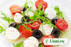 Салат с моцареллой и рукколой Изображение