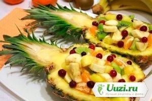 Фруктовый салат в ананасе Изображение