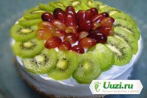 Торт бисквитный с фруктами и ягодой Изображение