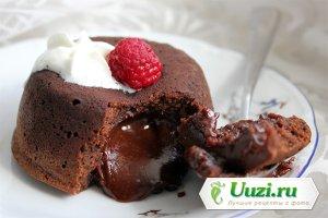 Шоколадный фондан с мороженым Изображение
