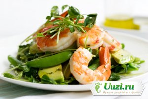 Новогодний салат из креветок и авокадо Изображение