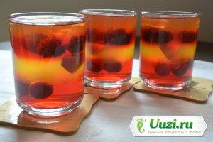 Желе с фруктами и ягодами Изображение