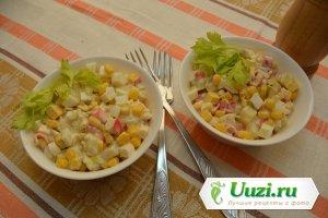 Салат с крабовыми палочками Изображение