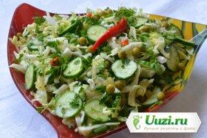Простой салат с молодой капусты и огурцов Изображение