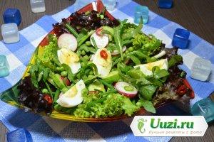 Вкусный салат из рукколы, яиц и редиса Изображение