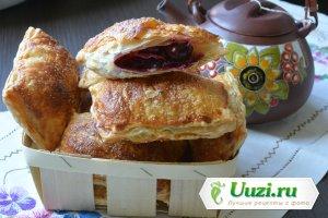 Пирожки из слоеного теста с вишней Изображение