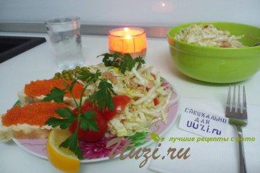Салат из капусты и тунца Изображение