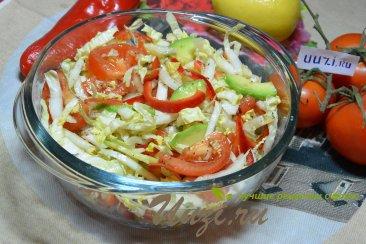 Вкусный салат из пекинской капусты и авокадо Изображение