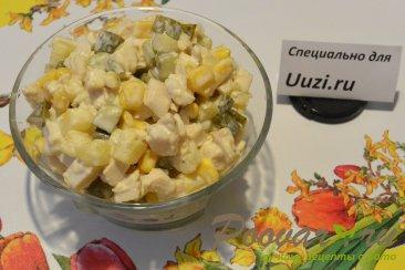 Салат с курицей и ананасами Изображение