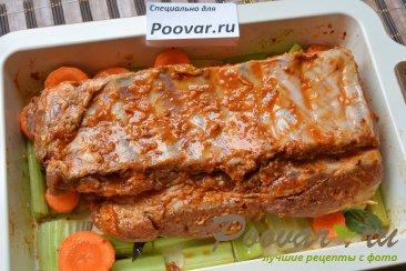 Свиные ребрышки в духовке с овощами Шаг 8 (картинка)