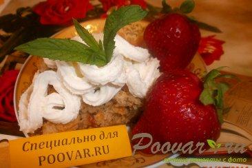 Овсяный пирог с яблоками и ягодами Изображение