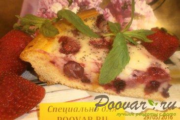 Заливной пирог с ягодами Изображение