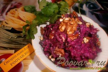 Салат из свеклы и чернослива с грецкими орехами Изображение