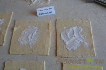 Булочки из слоеного теста с ягодой Шаг 4 (картинка)