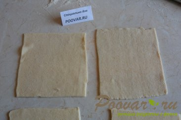 Булочки из слоеного теста с ягодой Шаг 3 (картинка)