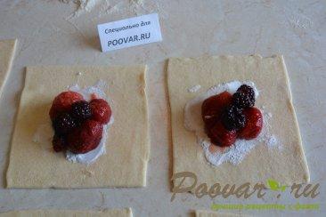 Булочки из слоеного теста с ягодой Шаг 5 (картинка)