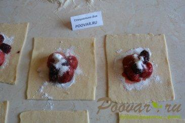 Булочки из слоеного теста с ягодой Шаг 6 (картинка)