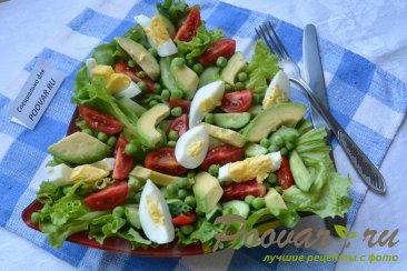 Салат с авокадо и зеленым горошком Изображение