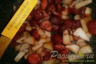 Пирог с клубникой и яблоками Шаг 8 (картинка)