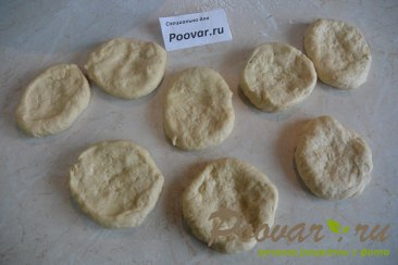 Мини пицца с креветками в духовке Шаг 2 (картинка)