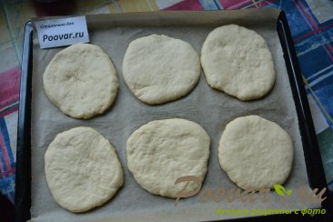 Мини пицца с креветками в духовке Шаг 3 (картинка)