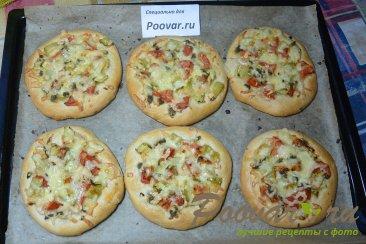 Мини пицца с креветками в духовке Шаг 7 (картинка)