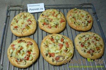 Мини пицца с креветками в духовке Шаг 8 (картинка)