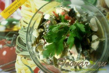 Салат из морской капусты и крабовых палочек Изображение