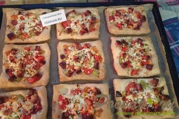 Пицца из слоеного теста с колбасой Шаг 7 (картинка)