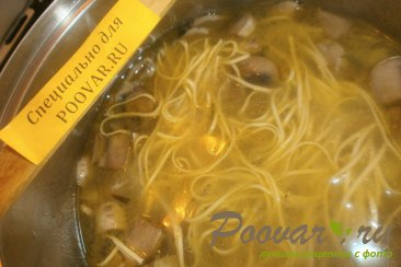 Суп с грибами и яичной лапшой Шаг 8 (картинка)