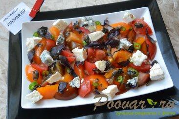 Салат из помидор сыра и базилика Изображение