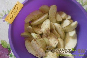 Шарлотка с яблоками и изюмом Шаг 4 (картинка)