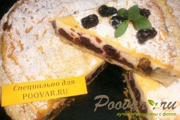 Творожной пирог с вяленой вишней и изюмом Изображение