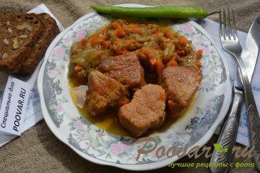 Свинина жареная на сковороде кусочками с овощами Изображение