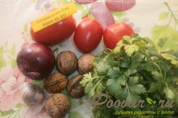 Салат с орехами и помидорами Шаг 1 (картинка)