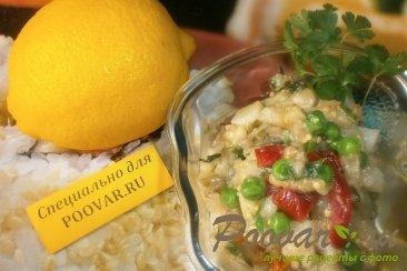 Салат из баклажанов с маринованным огурцом и картофелем Изображение