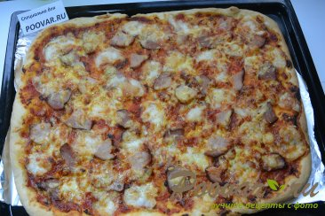 Пицца из слоеного дрожжевого теста с сыром Шаг 8 (картинка)