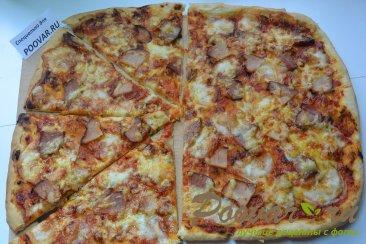Пицца из слоеного дрожжевого теста с сыром Шаг 9 (картинка)