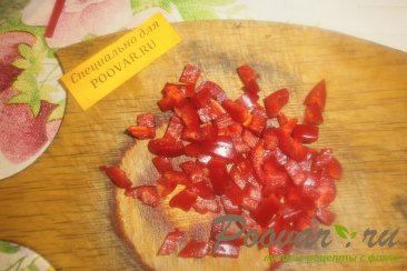 Булочка - цветок с перцем, помидорами и сыром Шаг 4 (картинка)