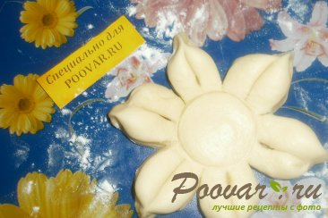 Булочка - цветок с перцем, помидорами и сыром Шаг 11 (картинка)