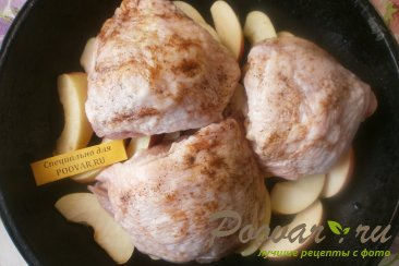 Куриные бёдра с яблоками Шаг 6 (картинка)