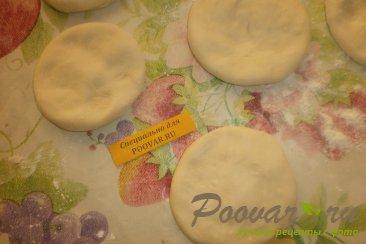 Жареные пирожки с сыром сулугуни Шаг 4 (картинка)