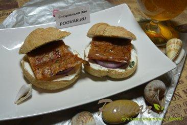 Бутерброды с маринованным луком и рыбой Шаг 7 (картинка)