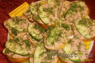 Бутерброды с печёночным паштетом и грудинкой Изображение
