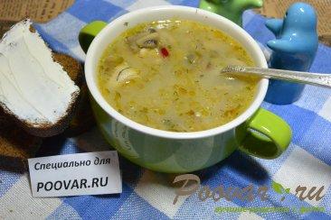 Куриный суп с грибами Изображение